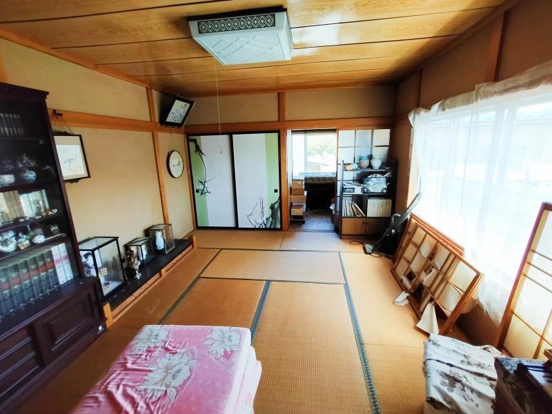 12. 2階和室(10帖)