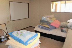 15. 2階寝室(8帖)