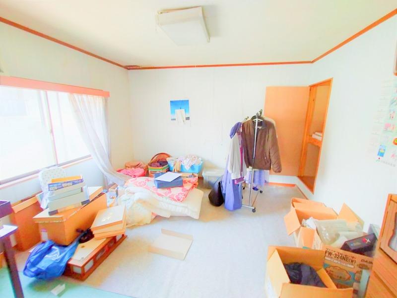 11. 2階洋室(東側 8帖)